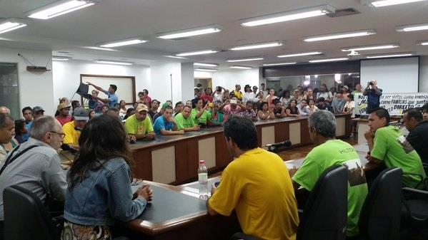 Moradores de terreno na zona Norte de Porto Alegre querem evitar reintegração de posse | Foto: Bibiana Borba / Rádio Guaíba / Especial / CP